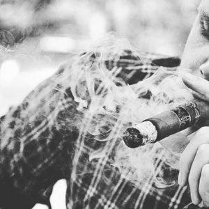 Làm gì khi mùi xì gà có vị bất thường