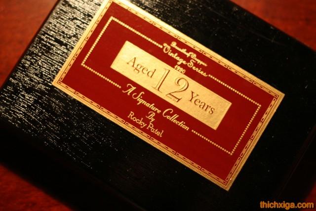 Hộp Gỗ Phía Ngoài Rocky Patel Vintage 1990 Robusto Tubes