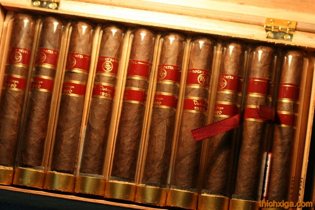 Phía Trong Hộp Rocky Patel Vintage 1990 Robusto Tubes