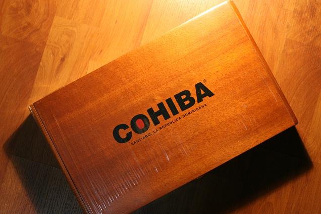 Hộp đựng sang trọng của Xì gà Cohiba Toro tubos thuộc dòng Cohiba Red Dot