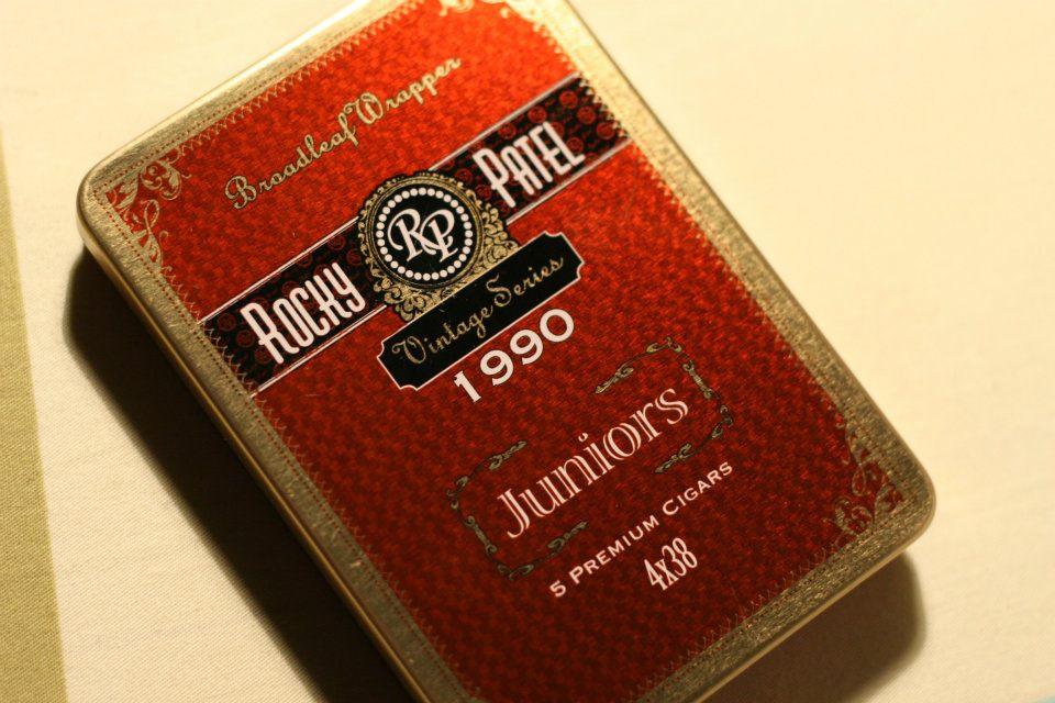 Xì gà Rocky patel 1990 Juniors hộp đỏ