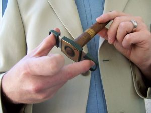 hút, cắt, châm và bảo quản Xì Gà