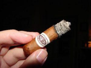 xì gà cháy không đều