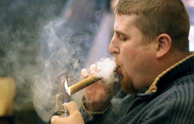 hút cigar có hại cho sức khỏe không?