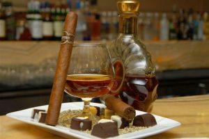 thưởng thức cigar với rượu cognac